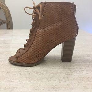 Report - Tan Lace Up Bootie Heels - 5.5